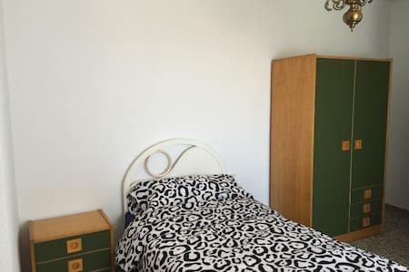 Nice, Quiet,Convenient - Apartamento