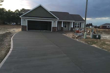 Great house In Quite Area--Newly Built - La Grange - Hus