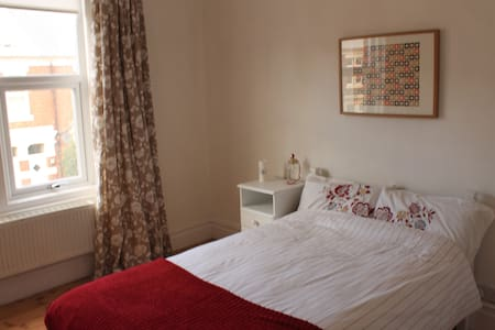 Bright double room, great location