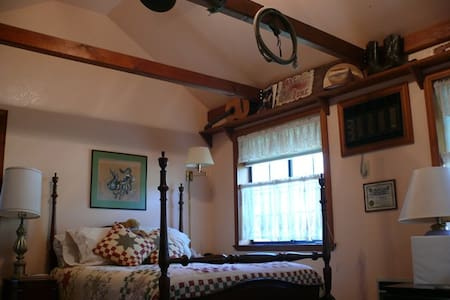 The Bunkhouse Room - Placerville