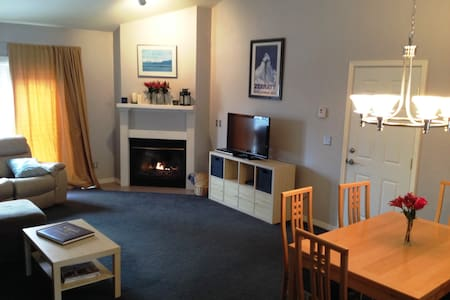 2 Bdrm, Lrg Kitchen - Private Home - Casa