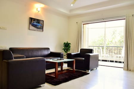 Premium Executive Room, Road#13Bhil - Hyderabad - Apartment