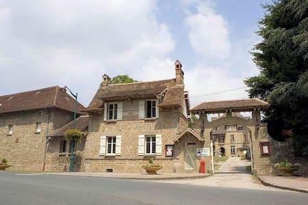 La Petit Maison,  lovely cottage at the chateau - House