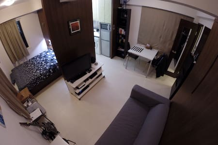 Very well located and cozy apartment in soho, 5 seconds walking from a lot of nice restaurants (mostly european food) and bars.    5 min walking to/from central station and airport express station.   /!\ 4th floor, no lift.