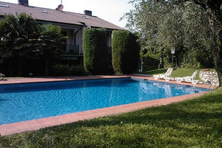 Apt. center with pool - Torri del Benaco - Wohnung