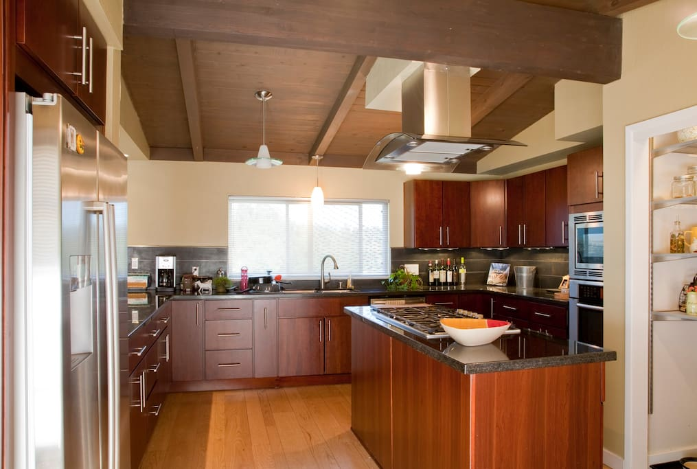 Great room with a amazing view of downtown Walnut Creek  and the open space.