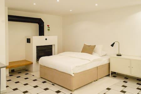1 Zimmer Wohnung mit eigenem Zugang - Lejlighed