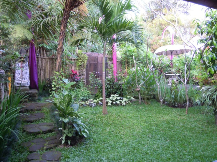 garden, meditation, drawing zone and small temple inside make this place really safe and beautiful