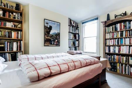 PEACEFUL COMFORTABLE ROOM PLUS PRIVATE BATHROOM - Londres - Bed & Breakfast
