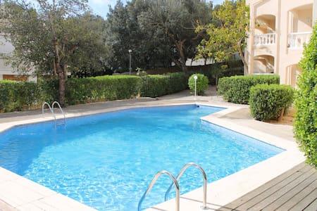 Nice apartment w/pool, beach 2 min. - Lejlighed