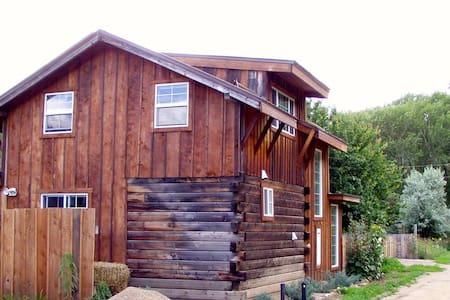 Charming Taos Canyon Cottage - Taos