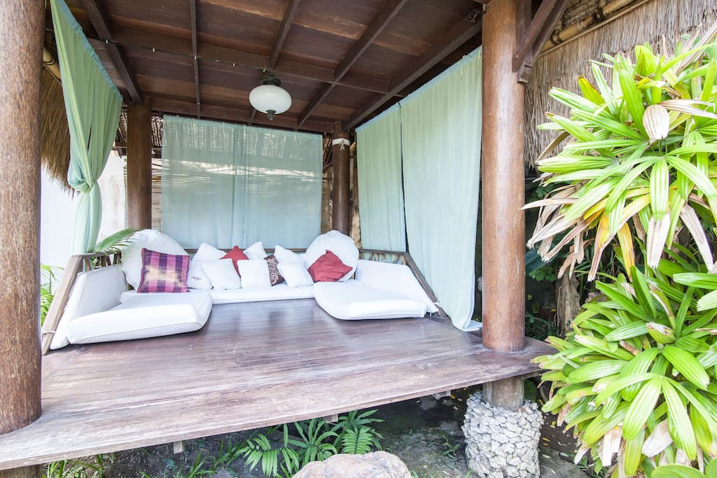 Lumbung .. Garden lounge / massage balay  ( upstairs - little tree house, perfect hideaway for children)