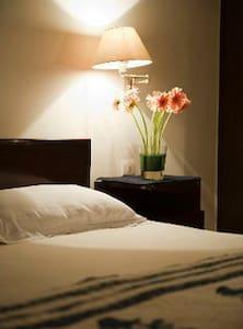Mala Bindra Bed and Breakfast - New Delhi