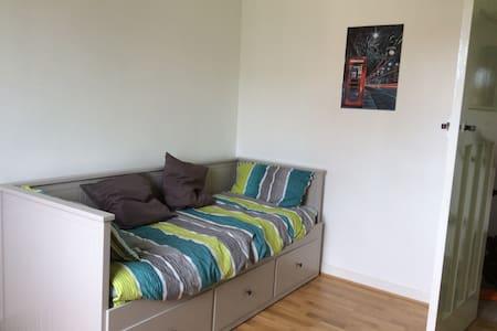 Double room in an upper villa. - Flat
