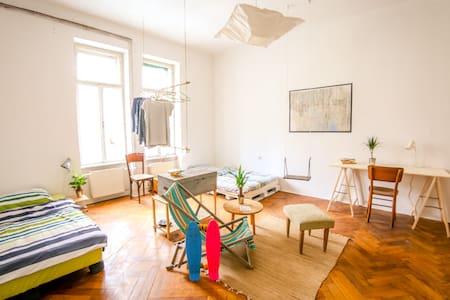 Central Fantastic and Artistic Studio - Ljubljana - Apartment
