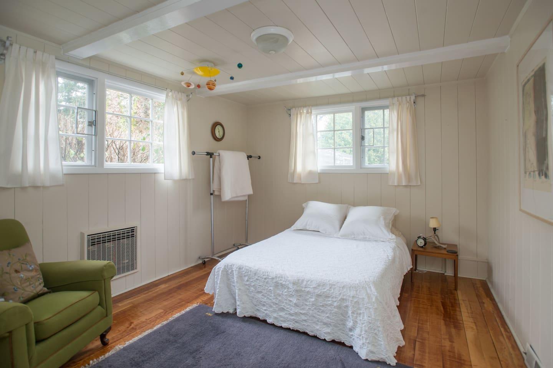 Private Room in L.O. w/ Kitchenette
