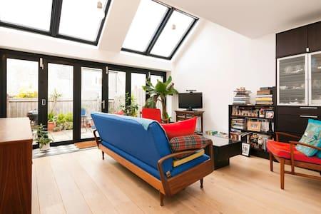 Bright ensuite double - London - House