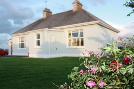 Idyllic cottage by the sea  - Mayo