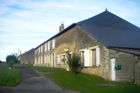 """Gîte Rural """"La Grande Rubrique"""" - Barbaise - Wohnung"""