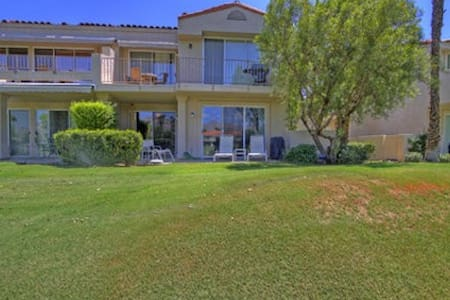 Room type: Entire home/apt Property type: Condominium Accommodates: 6 Bedrooms: 3 Bathrooms: 2