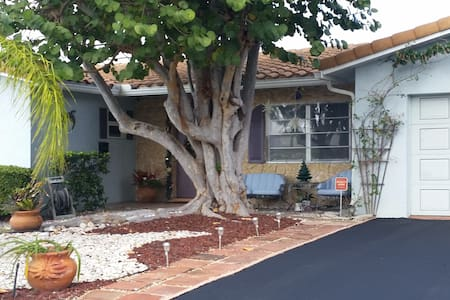 Comfortable ranch style home close to beach. - Deerfield Beach