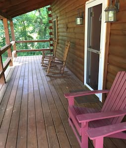 Hocking Hills Cozy 2 BR Log Cabin - Logan - Cabanya