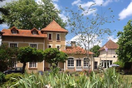 Room Maison de maitre in Gramat - Ev