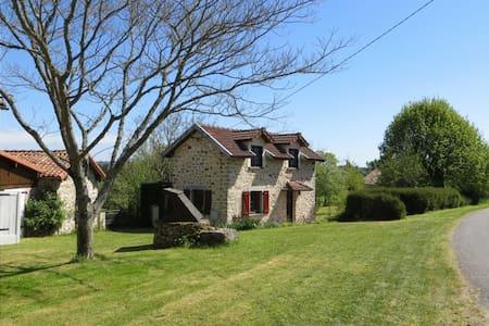 Newly refurbished 2 bedroom cottage - House