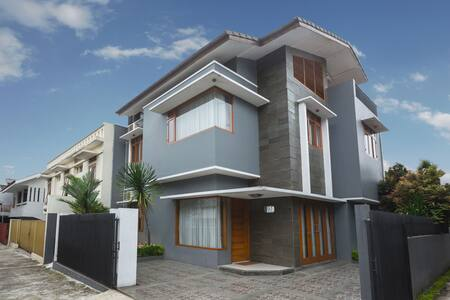 Belgareti Guesthouse Bandung - Sukajadi - Hus