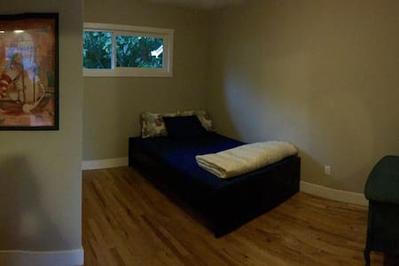 8min to PDX, 24hrs via Private Entrance, 580sqft - Vancouver - House