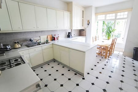 Single room close to central London - London - House