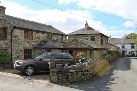 Beautiful barn conversion in sleepy Stainforth - Stainforth - Rumah