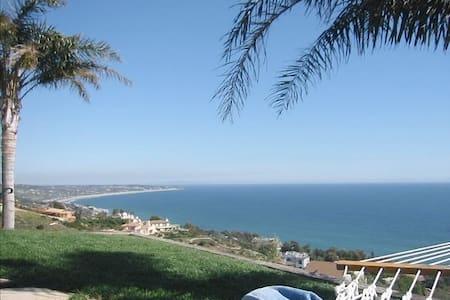 Malibu Beachcomber Ocean Bungalow - Bungalow