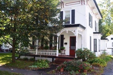 Lovely Victorian home near slu - Canton - Ev