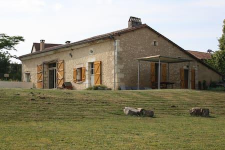 maison de campagne à 25 mn Bergerac - Hus