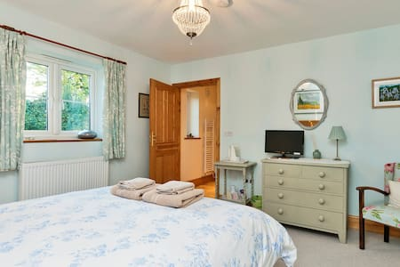 Homely B&B with 2 double rooms - Ledbury