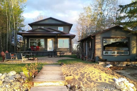 Adorable Waterfront Beach House - Petersfield