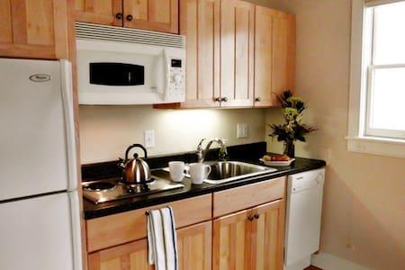 Butler's Hideaway ~ Apt. 6 - Appartement