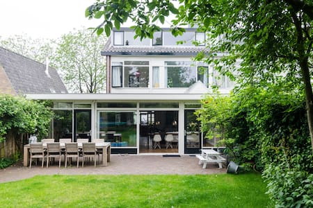 Family house 50m from beach, close to Amsterdam - Hus