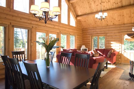 4 bed lake chalet Tremblant region - Huis
