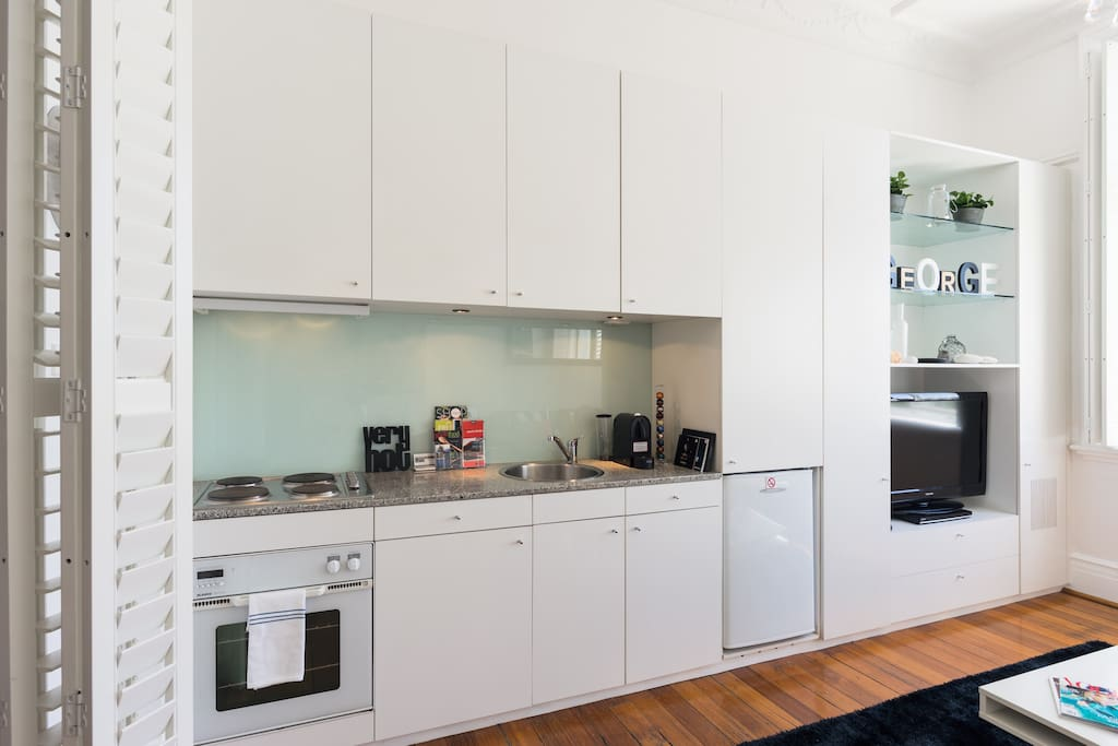 Modern kitchen with new Bosch Dishwasher,Nespesso coffee machine and pods,Large flat screen TV, DVD player,Bluetooth and Free Wi Fi.