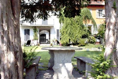 """Casa Vacanze """"All'ombra dei tassi"""" - Haus"""