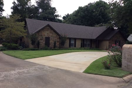 Beautiful spacious home close to downtown. - Jonesboro - Maison