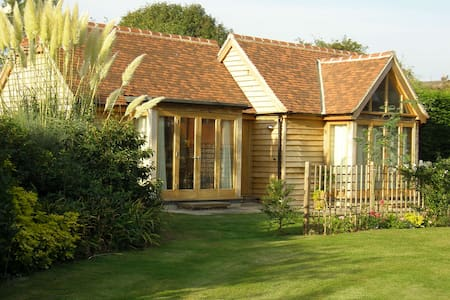 Super dog friendly property near Goodwood Hotel - West Sussex - Bungalow