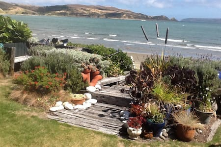 Absolute Beach Front Plimmerton - Huis