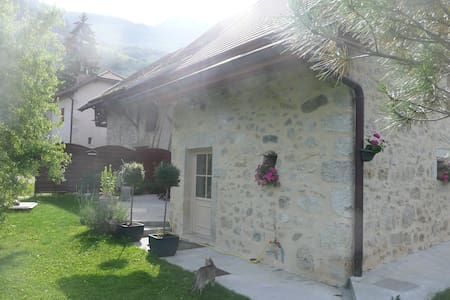 jolie maison en pierre rénovée - House