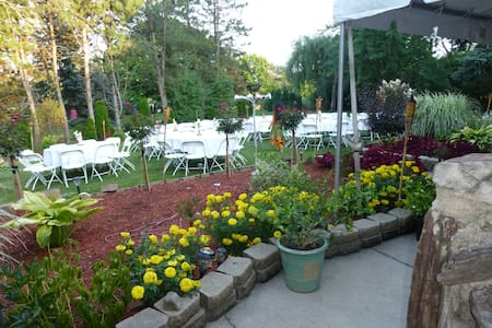HUGE BACKYARD FOR YOUR NEXT PARTY - Andere