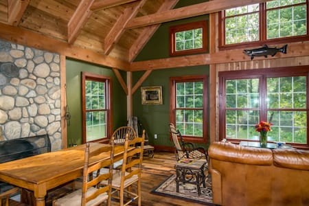 LegendsBNB Lodge RM 2 suite $189 - Barkhamsted - Bed & Breakfast