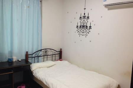 深圳福田中心区舒适小区房,现代感,适合出差旅行居住。