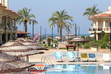 Beachfront apt with pool (sleeps 4) - Fethiye